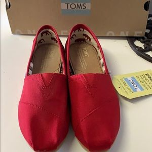 Toms red canvas classic shoes New in box / tags